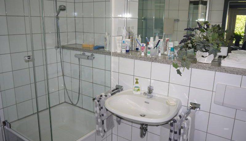 großes Duschbad