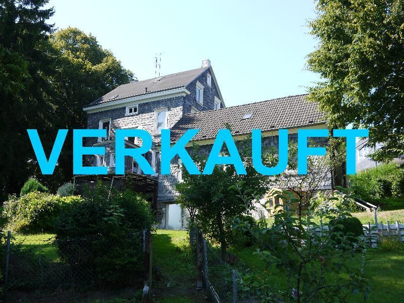 Preiswertes Mehrfamilienhaus zur Sanierung mit attraktivem Nebenhaus in Wuppertal Cronenberg