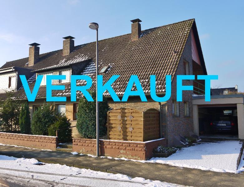 Doppelhaushälfte mit viel Potenzial in guter Lage von Langenfeld-Richrath
