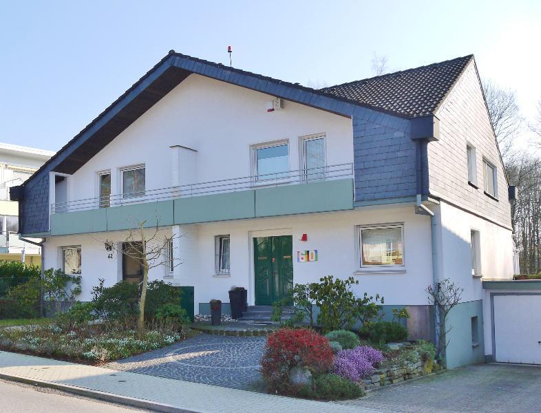Attraktive, komplett renovierte Doppelhaushälfte mit schönem Garten im Haaner Musikantenviertel