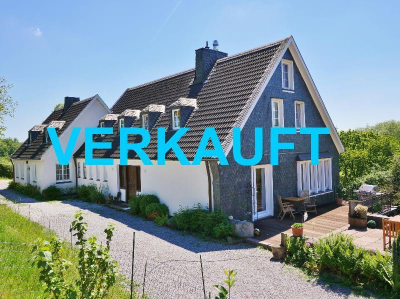 Schmuckes Landhaus Ensemble in herrlicher Alleinlage von Wülfrath