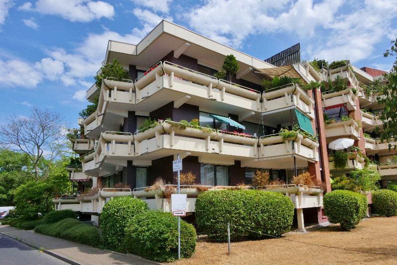Attraktive 4-Zimmer Hochparterrewohnung mit viel zusätzlicher Nutzfläche in gepflegter Lage von Düsseldorf-Hassels
