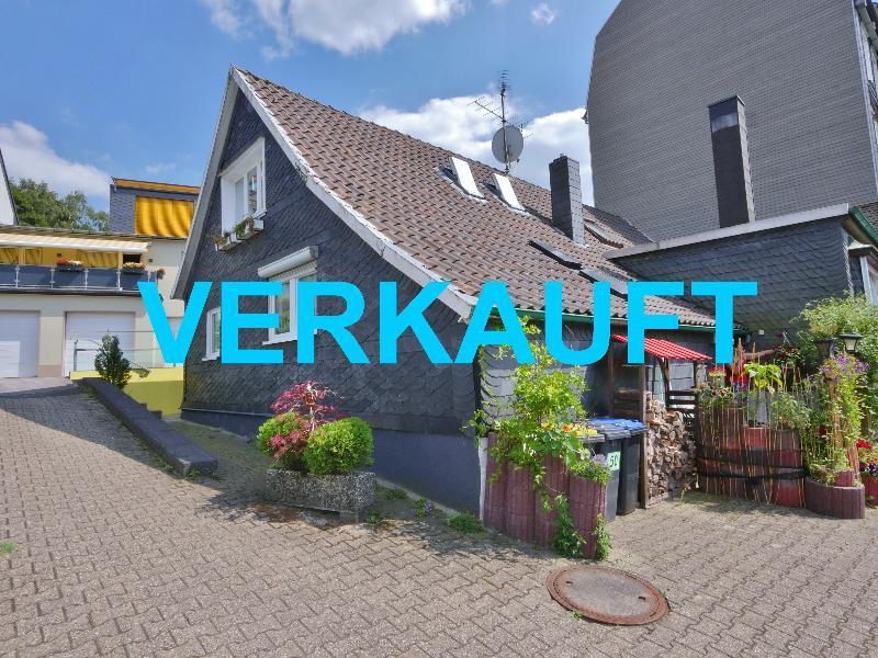 Uriges Schieferhaus mit neun Garagen auf einen klasse Grundstück in Wuppertal-Cronenberg