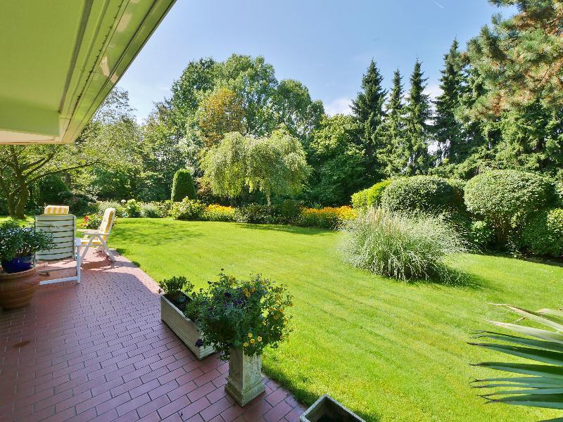 Exklusive 4-Zimmerwohnung mit traumhaften Garten in bester Lage von Unterbach