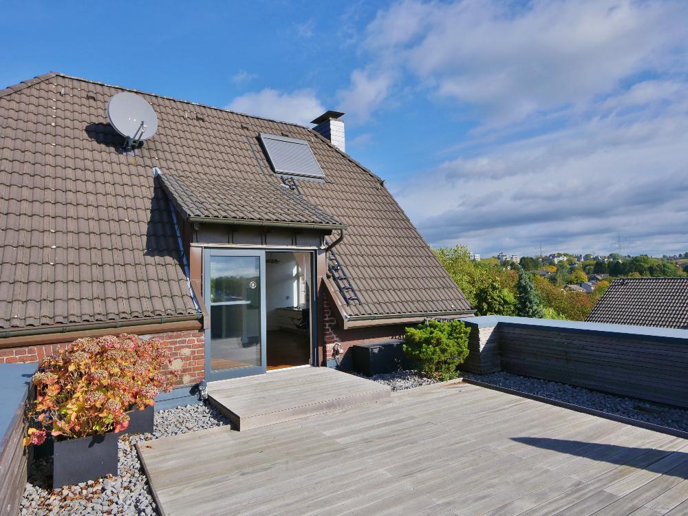 Über den Dächern von Haan ! Exklusives Dachgeschoss mit riesiger Dachterrasse und gemütlichem Dachspitz