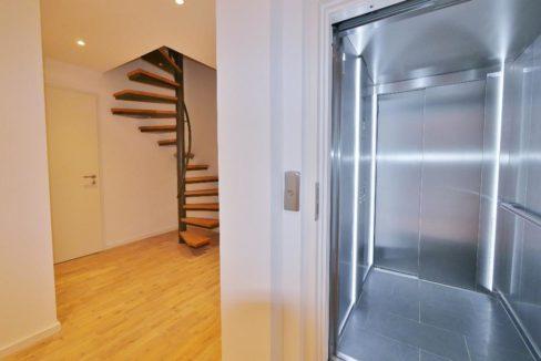 Diele UG mit Aufzug