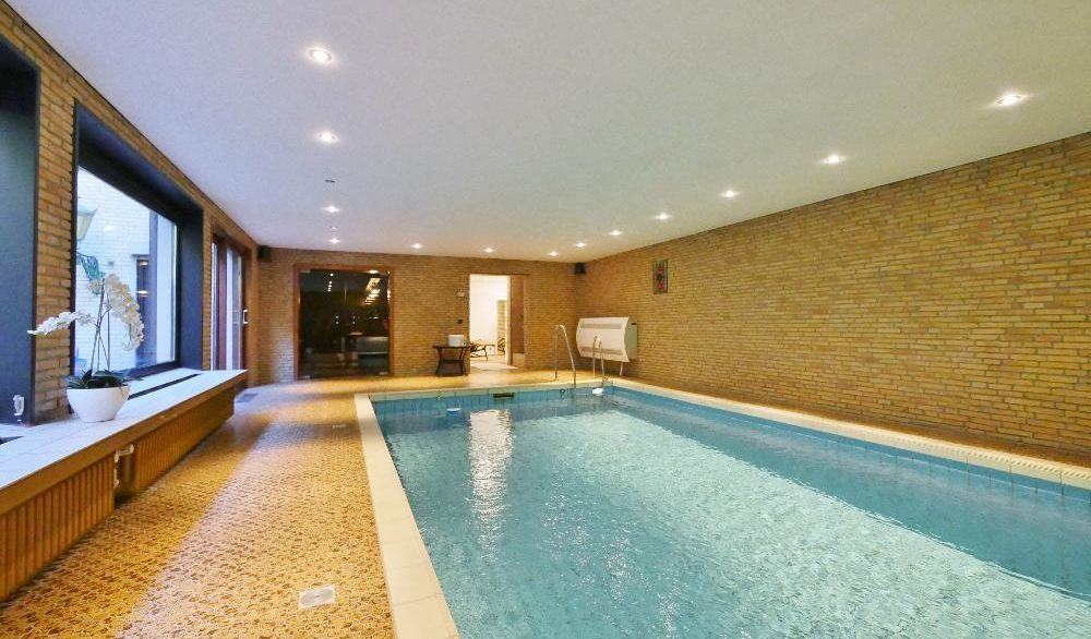 Schwimmbad UG