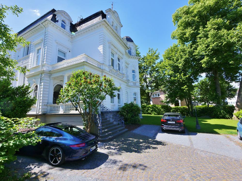 Herrliche Altbauwohnung in denkmalgeschützter Stadtvilla in Solingen-Wald